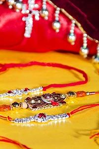 Arranging ; Celebrations ; Close-Up ; Color Image