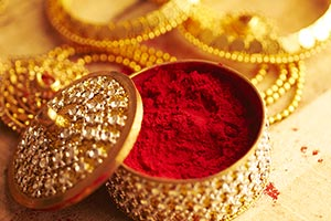 Arranging ; Box ; Celebrations ; Close-Up ; Color