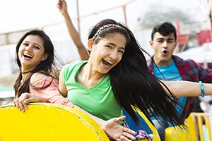 20-25 Years ; 3-5 People ; Amusement Park ; Boys ;